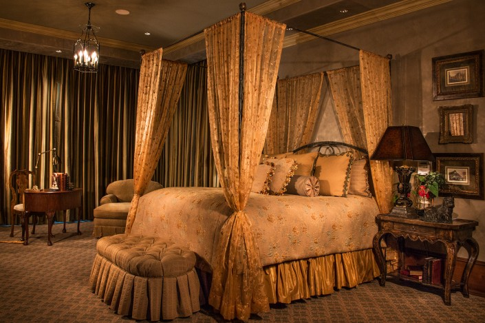 champagne-home-interior-bedroom-luxury-interior-design-architechture-photography-lake-tahoe-incline-village-custom