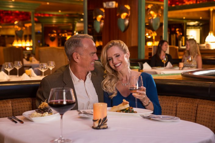 couple-nightlife-reno-dining-