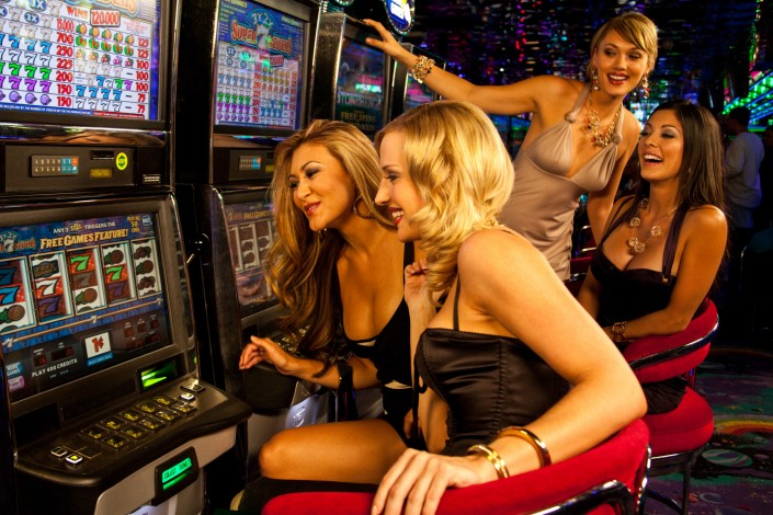 peppermill-gaming-girls-night-slot-machine-casino-resort-models-winning