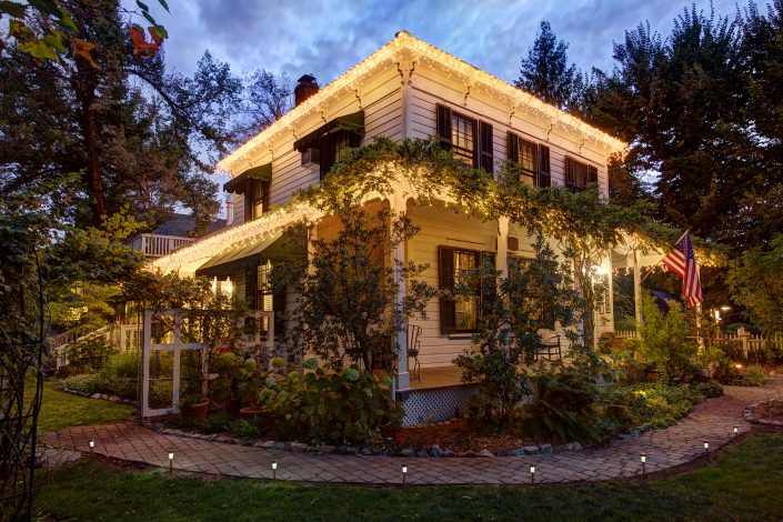 photography-digiman-commercial-buisness-reno-dunbar-exterior-evening-front-murphys-california-house-rustic-comfort-history-historical-